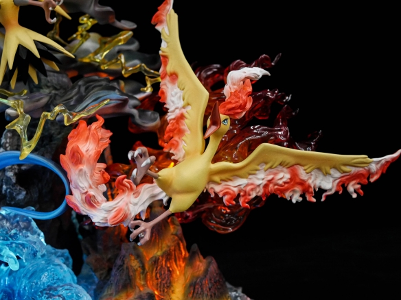 「精灵宝可梦」三圣鸟雕像限量发售100个 售价3380元