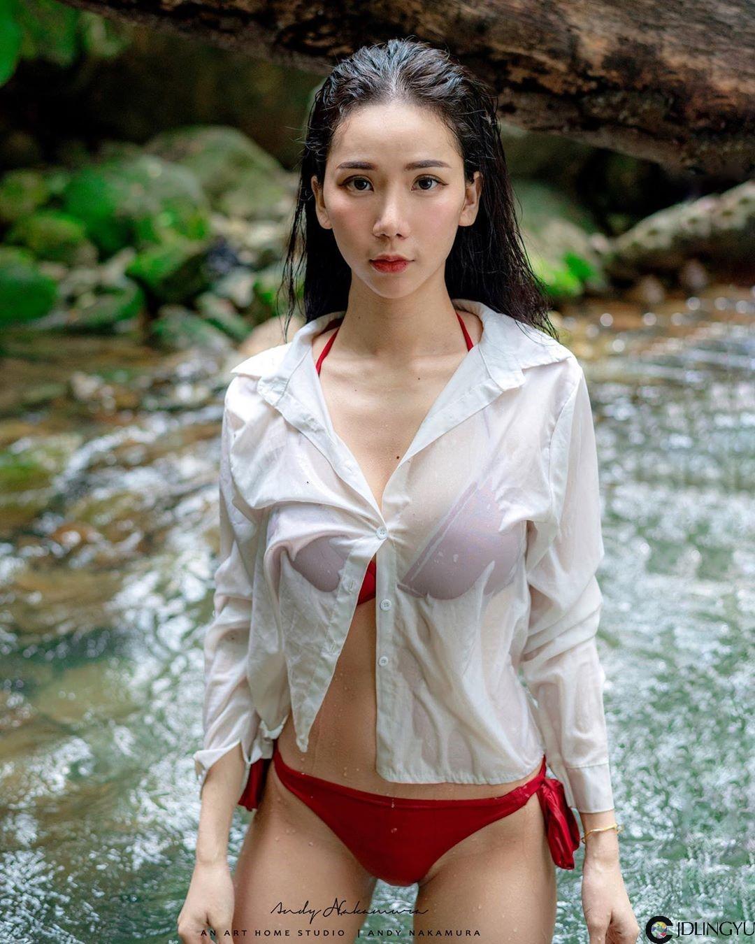 马来西亚正妹「沛妤Pei Yu」晒「无瑕美背」骑马,完美曲线让男粉抢当白马王子!