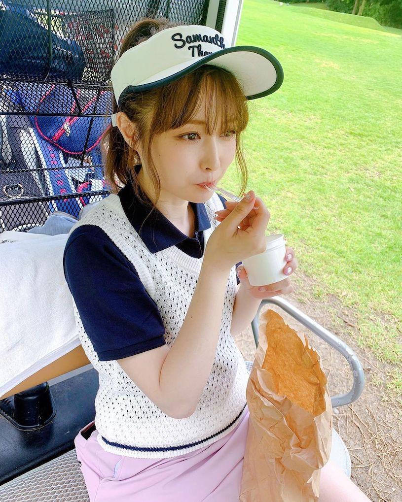 高尔夫球场「超气质甜美娇小正妹」,「迷人的疗癒笑容」让球友都动心!