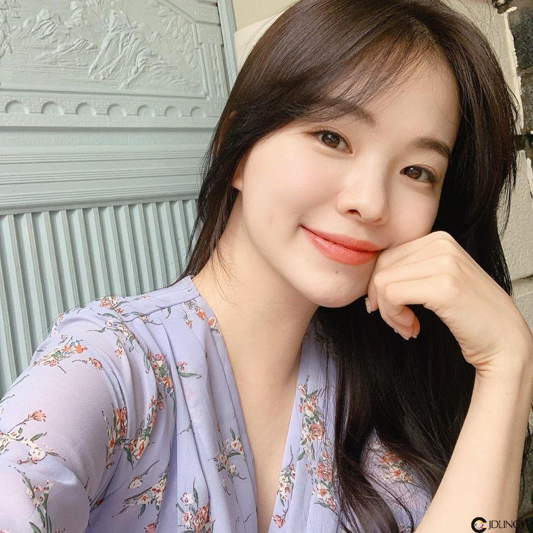 韩系邻家女孩「Haneul」甜美笑容掳获大批男粉心 清新气质散发满满女友感