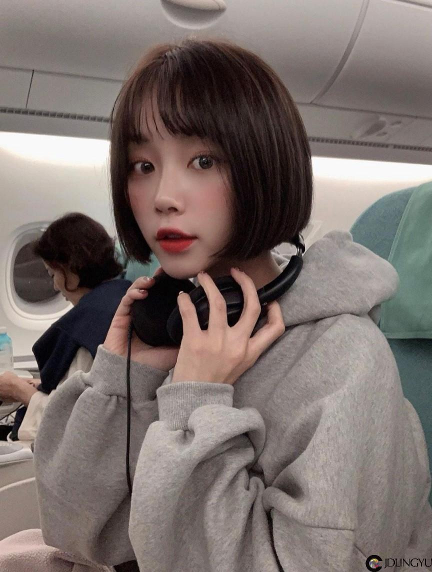 超正短发妹子!韩国「문이」乳量惊人,粉丝:都被穿搭给骗了