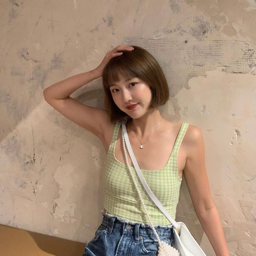 小清新妹子「刘虞佳」约会爱穿露背装,不经意露出的深沟太诱人了!