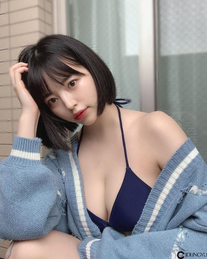 超优质短发爆乳妹「小森ほたる」,穿着低胸装展现火辣胸型~
