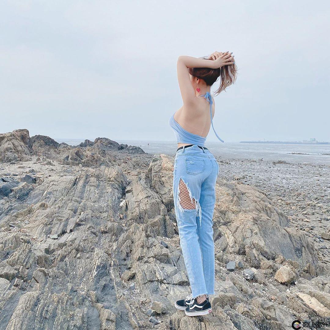 海边发现「白皙姐姐」丰满身材有够逆天!超棒的撩人福利秒杀一票网友
