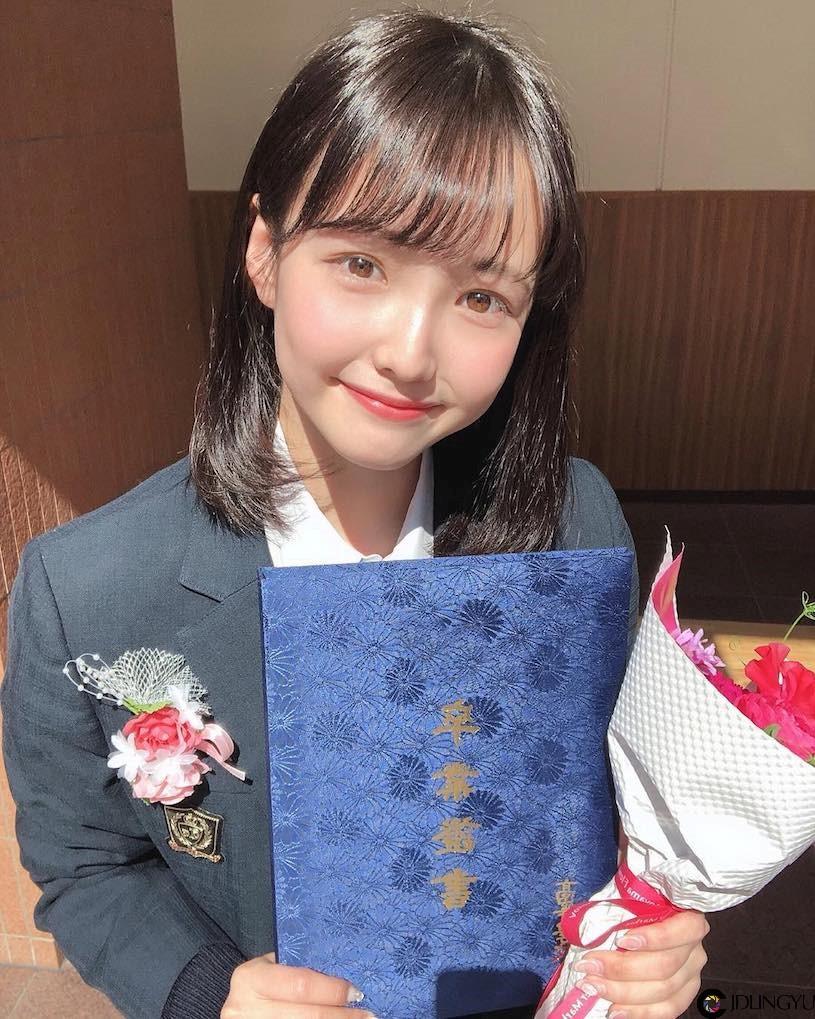 19岁美少女木村りかこ!软萌妹子「可爱度爆表」,穿上深V装秒变性感!