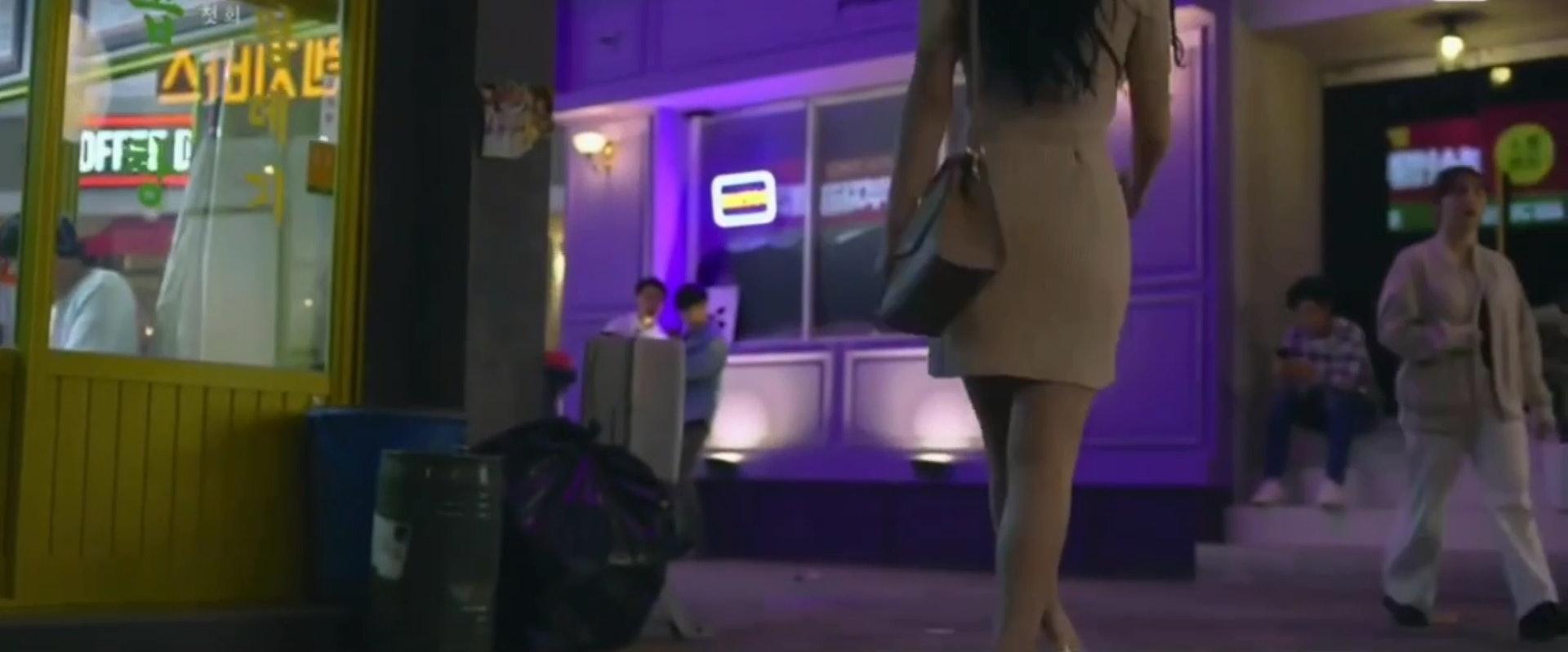 改编19禁网漫《便利店新星》!为符合剧情「金裕贞」微性感穿搭惹议,韩国网民正反两极…