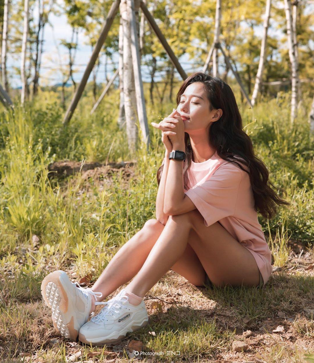 天菜单车女神「윤재원」小麦色身材曲线美到犯规 海边辣晒「浑圆蜜桃臀」
