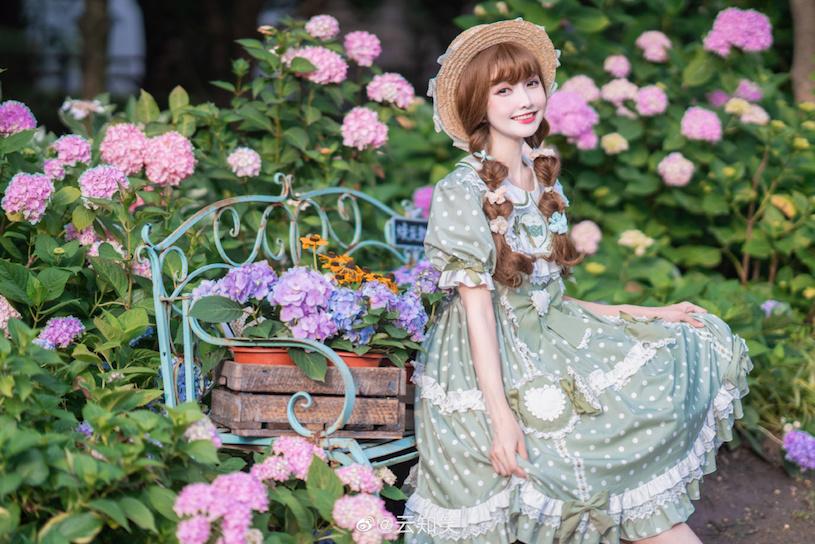 捕获超可爱制服萝莉正妹「云知笑」,对你甜笑「迷人颜值」萌到无法挡!