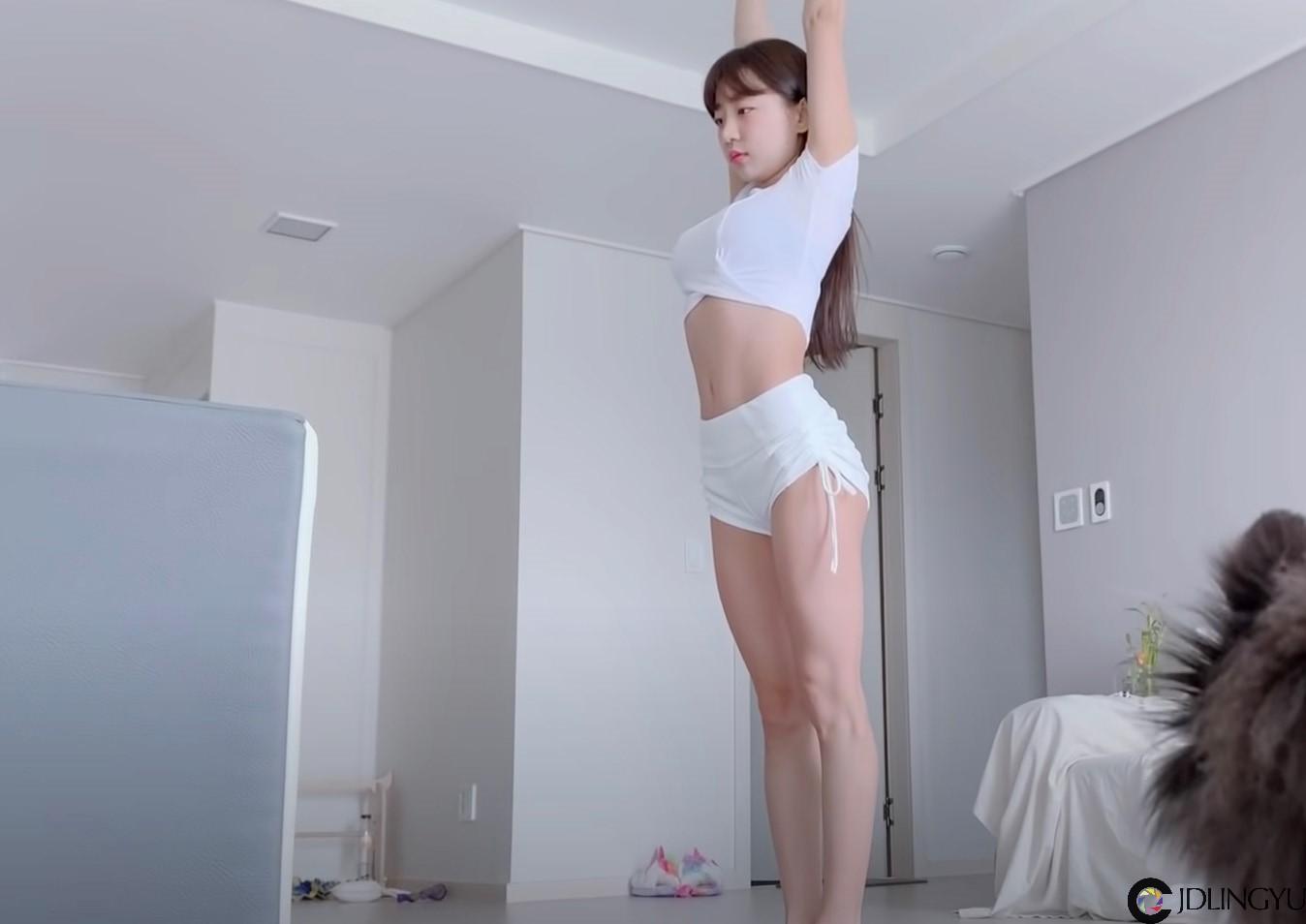 丰满型Youtuber!韩国正妹「Eunji Pyo」居家健身影片爆红