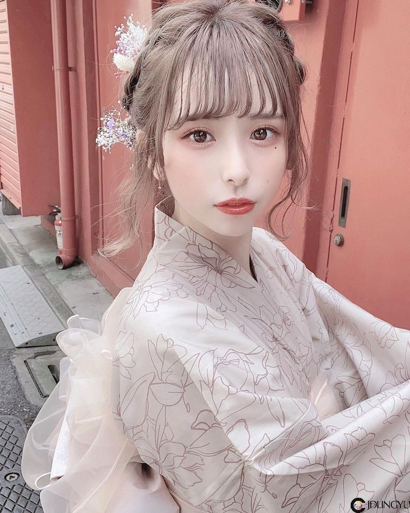 18岁制服正妹「七瀬あかね」熊熊装露出蕾丝内衣,「萝莉曲线」惹人怜爱!