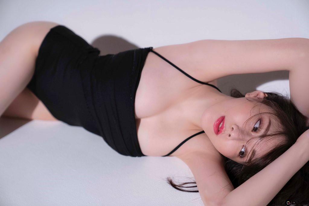 正妹大胃王「谷亚莎子」最新辣照曝光!「没穿内衣」溢乳画面让网友激动