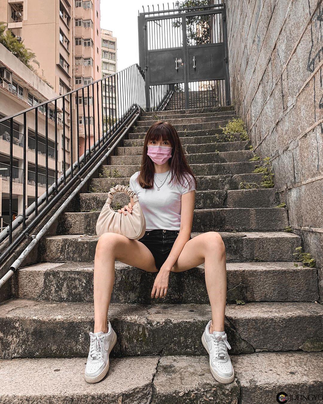 港味正妹「Joey Sze」气质清新太迷人,街头狂晒「性感美腿」画面超解渴!