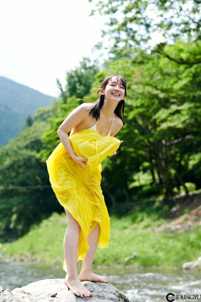 性感解禁!日本女演员「吉冈里帆」宣布新写真,睽违两年又把衣服脱了