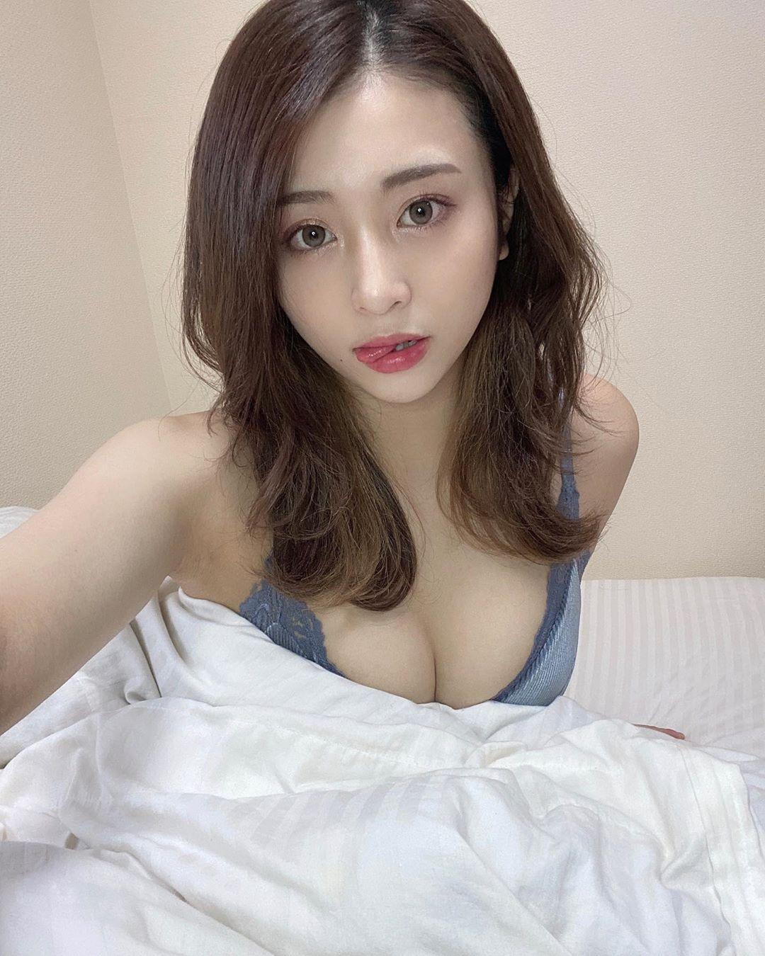 21岁现役女大生「百瀬りえ」神似暗黑潮流女神 清新版明日花也很可以!