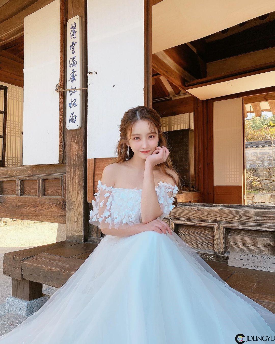 爱穿蓝色紧身衣的火辣童颜妹「이해른」,过生日时转换「性感成熟风」!