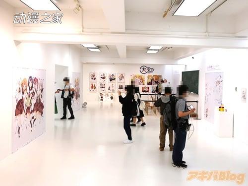 《摇曳百合》作者举办画业15周年纪念作品展现场照片